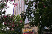 位于梅州城区梅水路的诚御酒店,2017年开业,附近有客都汇,大润发超市,吃住娱乐都很方便。