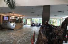 酒店有特色,依山面海,庭院楼阁,很安静,早餐就一般