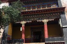 哲蚌寺有许多小小的院落,忘记了这个米参的名称,最有印象的是寺内的壁画,古老而斑驳。年代久远,仅能看到