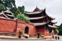 七曲山大庙   七曲山大庙位于四川省绵阳市梓潼县,是道教主流全真派圣地,全国重点文物保护单位。据说当