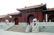 柏林禅寺位于河北省赵县县城(古称赵州)东南角,与赵州桥遥遥相望,始建于汉献帝建安年间(196-220