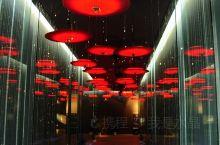 杭州城中有不少小众博物馆,中国伞博物馆就是其中之一。烟雨江南,衍生出独特的伞文化,在这里你可以细细了