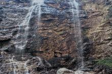 庐山瀑布 庐山瀑布因李白的一首 望庐山瀑布而得名 从五老峰一路走阶梯下来 直通三叠泉 数不清有多少个