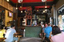 Steam punk  是长滩岛S2区域很有名的一家西式快餐店。这里的大汉堡特别出名!不仅是汉堡,就