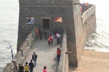 老龙头位于秦皇岛市山海关区城南5千米处,是明长城的东部入海处,也是万里长城唯一集山、海、关、城于一体