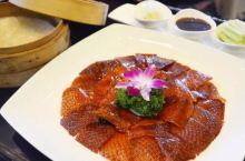 华和酒家位于广东省湛江市,是一家以粤菜为主,适宜家庭聚会、商务宴请、朋友聚餐、随便吃吃的餐厅,价格适