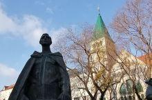 斯拉文苏军烈士纪念园