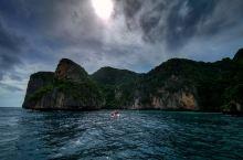 普吉岛的皮皮岛!  pp岛虽然属于甲米府管理,但离普吉岛不远,所以来普吉岛玩的人基本都喜欢来pp岛。