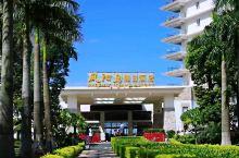惠州凤池岛假日酒店,位于惠州巽寮湾,是一家滨海酒店,拥有自己的沙滩,风景优美,景色宜人,看大海,游泳