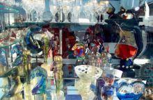 赏心悦目的威尼斯特色小店,像一道道风景,点缀着威尼斯的美景,这里小店面积不太大,但琳琅满目,色彩斑斓