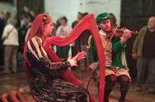 爱尔兰旅行特色推荐:     Bunraty Castle(本拉提城堡)的中世纪晚宴是爱尔兰旅行中一