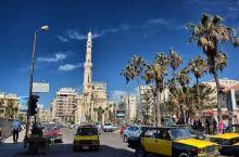 亚历山大港(又译为亚历山卓、埃尔伊斯坎达里亚)是埃及第二大城市和最大港口,是埃及在地中海南岸的一个港