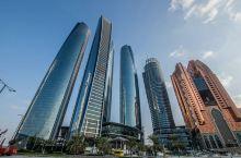 街景 阿布扎比酋长国是阿拉伯联合酋长国最大的酋长国,面积67340平方公里,其中包括大约200个岛屿