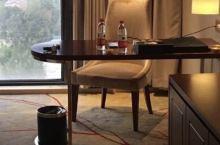 作为舒适型酒店感觉不太达标,前台服务热情挺好,比之前来专业了许多,1.房间一打开迎面而来的异味,2.