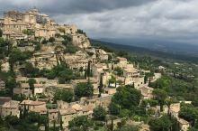 """石头城,音译为戈尔德,是一座典型的法国中世纪小镇,常驻居民仅有2000名,游客都会来打个卡。""""石头城"""