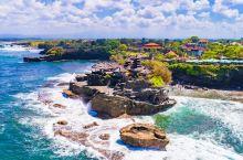 海神庙——巴厘岛最重要的海边庙宇之一,庙宇坐落在海边的一块巨大的岩石上,运气不好碰到涨潮就无法登陆,