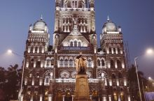 【印度殖民时期建筑:孟买市政公司】  孟买市政公司就在被列入世界遗产的维多利亚火车站旁边,与之交相辉