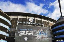 伊蒂哈德球场,曼彻斯特城的主场。曼联在西边,曼城在东边,乘坐有轨电车可到达。