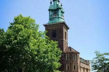 万圣教堂(All Hallows by the Tower),建于公元675年,这就太悠久了。教堂内