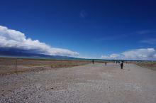 即将到达纳木错,湖水已依稀可见