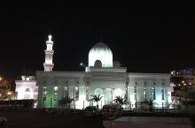 这是在约旦偶遇的一家清真寺。 我一直对各大宗教的寺庙都非常感兴趣,总想着走过路过不要错过,于是当我在
