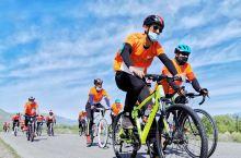 """第二届""""那人、那车、那山""""花式骑行登高大赛,今日在新疆伊犁那拉提景区举行,新疆的骑行爱好者们齐聚一堂"""