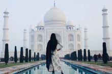 """泰姬陵(Taj Mahal),是印度知名度最高的古迹之一,世界文化遗产,被评选为""""世界新七大奇迹""""。"""