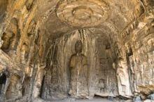 莲花洞,龙门石窟里的洞穴,公元525-527年所造,因窟顶刻有一朵巨大的莲花而得名。窟顶的莲花,美央
