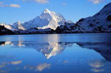 一个人的风景,两个人的甜蜜 白色的雪山 金黄的草地 爱情的童话 ————稻城亚丁