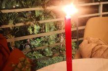 颇有气氛的一家餐厅,还有点红蜡烛的呢,烛光晚餐呢