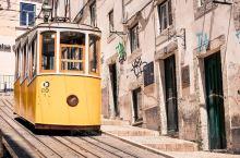 里斯本老城区中仅存的三大著名升降机,更是来到里斯本一定要体验的交通工具之一。  由于里斯本高低不平的