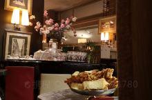 chez Francoise. 塞纳河边上低调的法餐厅~但是很chic!