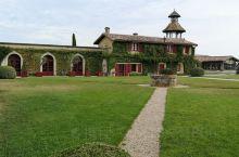 史密斯拉菲酒庄始建于1365年,是波尔多左岸很有名的列级酒庄。到这里参观学习品酒,了解了葡萄酒的酿造