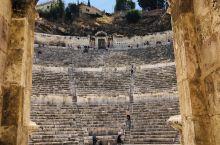 安曼古罗马剧场,一个人2JD门票,还是值得一观的。