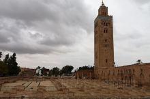 大殿在地震中被毁,但宣礼塔保存完好,距今约9百多年。现大殿是后修的