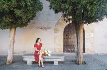 西班牙萨拉曼卡大学,西班牙最古老的公立大学,建于1218年。整个城市和大学融为一体,如果不是事先知道