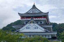 静冈热海市夏天海边游泳不错,全城到处是温泉,泡澡胜地。