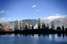 """措卡湖措卡湖,位于四川省甘孜州新龙县麻日乡境内,距县城32公里,被誉为""""人间仙境,九天瑶池""""。措卡湖"""