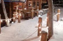 富良野的精灵露台,童话里才有的样子! 真的太美太美太美了,被大雪覆盖的森林小木屋,仿佛步入了宫崎骏的