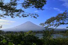 在奥特莱斯旁的一个点儿远眺富士山