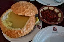 传闻中:吉达最土豪的土尔其水果装饰餐厅,餐厅周围角落布置一筐筐的水果,步入餐厅,令人食指大动,沙特的