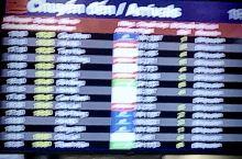 差评越南!单方面终止飞行,机票不给退,转飞胡志明还晚点一小时,到了以后等行李等了一小时,前几天的美好