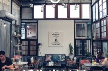 曼谷攻略|好像在朋友家做客的咖啡馆  Butter Up Cafe里看不到游客,因为这家咖啡馆不仅远