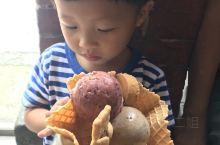 台灣台中吃吃喝喝-宮眼科Ice cream,網紅打卡點。冰淇淋超美味。