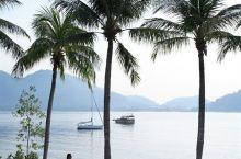 「绿中海度假村」坐落于邦咯岛私人岛屿上的一座古老的热带雨林内,四周水青沙白,地处马来西亚西海岸三英里