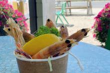 今天来打卡了一家袋鼠岛上比较有名的海蛎子小餐馆,小店主打本地特色,他家有自己的海蛎子(生蚝)农场,所