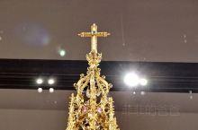 哥伦布带回黄金制作的圣器。