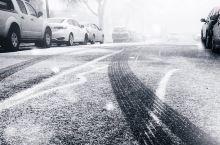 如何用手机拍出漂亮的雪景照片 1. 雪景照片宜简不宜繁; 2. 善于寻找红色等鲜艳色彩与雪景白色形成