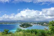 瓦努阿图确是保存着原始大自然的美景,然而人民却很穷。图2特别之处是左边当时是横风暴雨,但右边却是蓝天