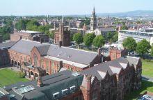 贝尔法斯特女王大学是英国贝尔法斯特的一所公立研究型大学。 这所大学于1845年获得特许,并于1849